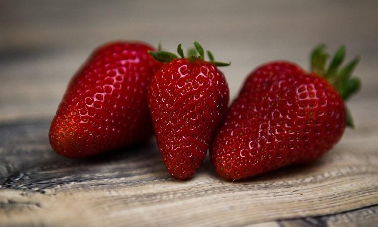 strawberries-1354784_1280