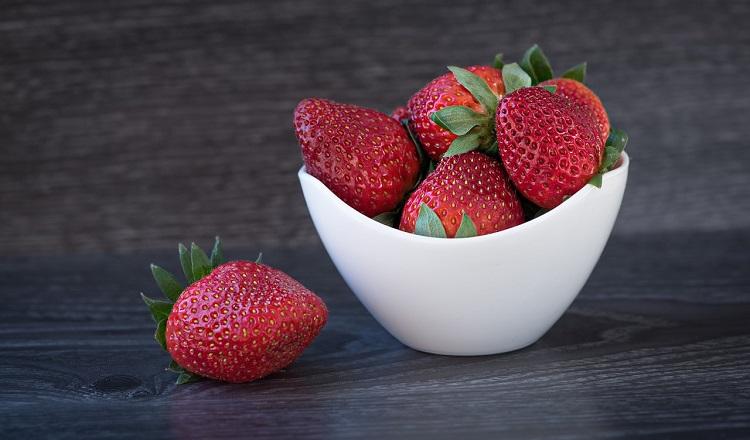 strawberries-1356507_1280